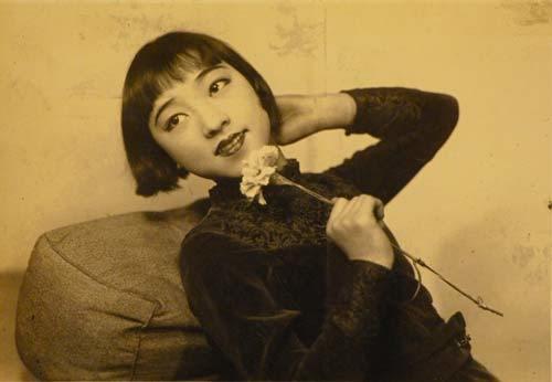 97歳の日本初の元祖アイドルの明日待子の過去画像に経歴にきっかけは?結婚や子供に夫も気になる!【爆報】