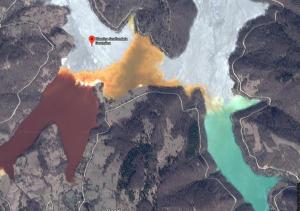 ルーマニアのジャマナ(汚染村)の猛毒湖(血の湖)の …
