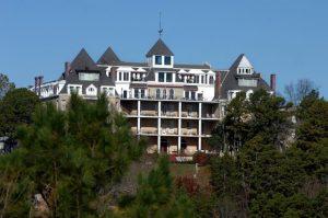 アメリカ偽医者幽霊ホテル419号室ノーマンベイカーが人体実験?クレセントホテル&スパの場所は?なんだコレミステリー